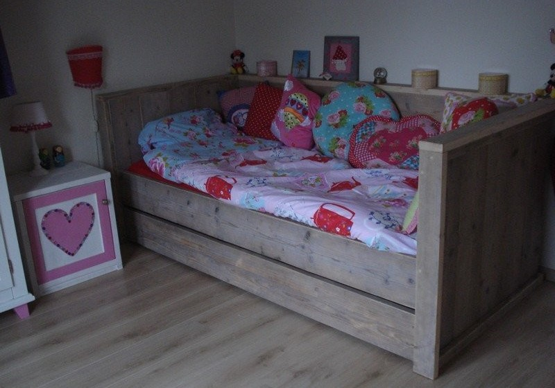 Steigerhout voor kinderen bedbank maud for One of a kind beds